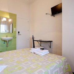 Отель Hostal Besaya Стандартный номер с двуспальной кроватью (общая ванная комната)