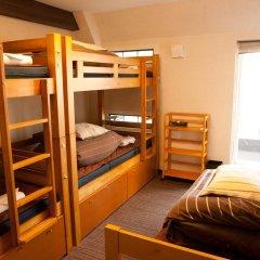 Отель K's House Tokyo Oasis Кровать в общем номере фото 2