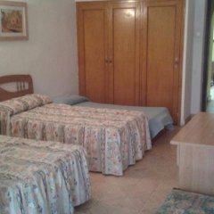 Отель Hostal Pineda Стандартный номер с 2 отдельными кроватями фото 4