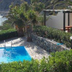 Отель Chrysa Villa бассейн