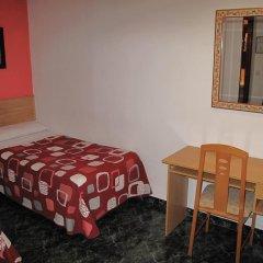 Отель Hostal Bruña Мадрид удобства в номере