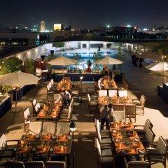 Отель Mövenpick Hotel Bur Dubai ОАЭ, Дубай - отзывы, цены и фото номеров - забронировать отель Mövenpick Hotel Bur Dubai онлайн питание фото 3