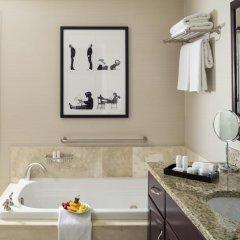 Отель Fontainebleau Miami Beach 4* Люкс с двуспальной кроватью фото 11