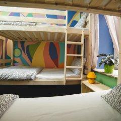 Art Hostel Contrast Кровать в женском общем номере с двухъярусной кроватью
