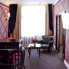 Отель SleepWalker Boutique Suites 3* Номер Делюкс с двуспальной кроватью