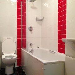 Acton Town Hotel 2* Номер с общей ванной комнатой с различными типами кроватей (общая ванная комната) фото 6