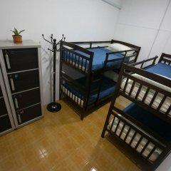 Alice Semporna Backpackers Hostel Кровать в общем номере с двухъярусной кроватью