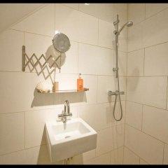 Отель Colours In De Pijp Нидерланды, Амстердам - отзывы, цены и фото номеров - забронировать отель Colours In De Pijp онлайн ванная