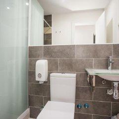 Отель Hostal CC Malasaña Улучшенный номер с различными типами кроватей