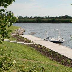 Гостиница Ostrov River Club Писчанка приотельная территория