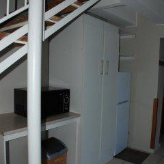 Отель Courtyard Lodging сейф в номере