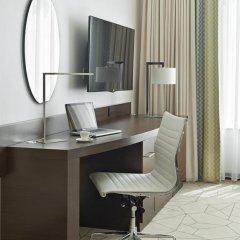 Отель Hyatt Place Dubai Baniyas Square Улучшенный номер с различными типами кроватей фото 3