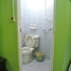 Отель Khaosan Rainbow Hostel Таиланд, Бангкок - отзывы, цены и фото номеров - забронировать отель Khaosan Rainbow Hostel онлайн ванная фото 2