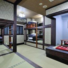 Отель Khaosan World Asakusa Ryokan Кровать в общем номере фото 2