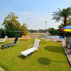 Dubai Youth Hotel бассейн