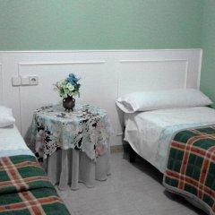 Отель Callao 2* Стандартный номер с 2 отдельными кроватями (общая ванная комната)