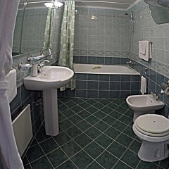 Гостиница Яхонт в Красноярске 1 отзыв об отеле, цены и фото номеров - забронировать гостиницу Яхонт онлайн Красноярск ванная