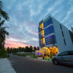 Отель The White Harp Beach Hotel Мальдивы, Мале - отзывы, цены и фото номеров - забронировать отель The White Harp Beach Hotel онлайн парковка