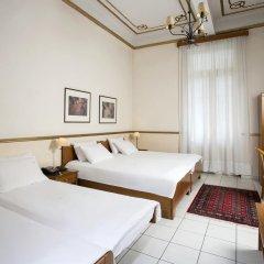 Tourist Hotel 2* Стандартный семейный номер с двуспальной кроватью фото 3