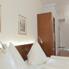 Отель Goldener Schlüssel 3* Стандартный номер с двуспальной кроватью фото 8