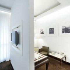Отель UNAHOTELS Cusani Milano 4* Люкс с различными типами кроватей фото 4