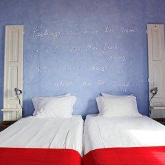 Отель Chill in Ericeira Surf House Улучшенный номер с различными типами кроватей