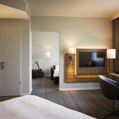 Отель Moxy London Excel Стандартный семейный номер с различными типами кроватей фото 2