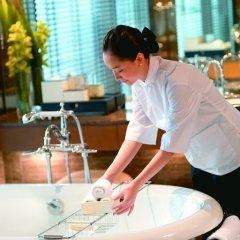 Отель Mandarin Oriental, Hong Kong 5* Стандартный номер с различными типами кроватей фото 4