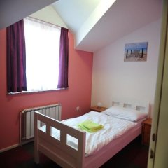 Hostel Sara Стандартный номер с различными типами кроватей фото 3