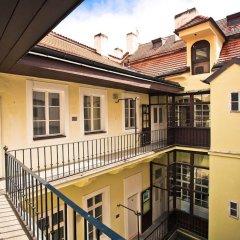 Отель U Zlate Podkovy - At The Golden Horseshoe Чехия, Прага - отзывы, цены и фото номеров - забронировать отель U Zlate Podkovy - At The Golden Horseshoe онлайн балкон