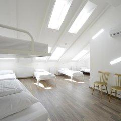 Отель Equity Point Prague Кровать в общем номере с двухъярусной кроватью фото 3