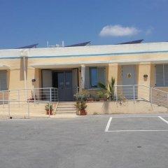 Отель Xrobb L-Ghagin Hostel Мальта, Марсашлокк - отзывы, цены и фото номеров - забронировать отель Xrobb L-Ghagin Hostel онлайн парковка