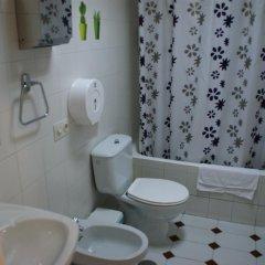 Отель JQC Rooms 2* Стандартный номер с двуспальной кроватью (общая ванная комната) фото 8