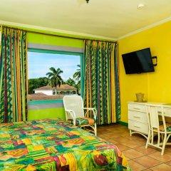 Doctors Cave Beach Hotel 2* Стандартный номер с различными типами кроватей