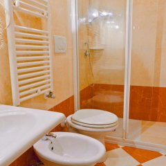 Hotel Henry 2* Номер с общей ванной комнатой с различными типами кроватей (общая ванная комната)
