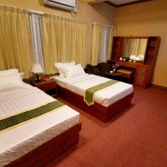 Kyi Tin Hotel 3* Улучшенный номер с 2 отдельными кроватями