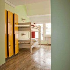 Wombats City Hostel Кровать в общем номере фото 2