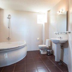 Отель Momchil Villas Болгария, Балчик - отзывы, цены и фото номеров - забронировать отель Momchil Villas онлайн ванная фото 2