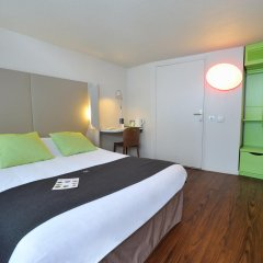 Отель Campanile Lyon Est - Aéroport Saint Exupéry 3* Улучшенный номер с различными типами кроватей фото 3
