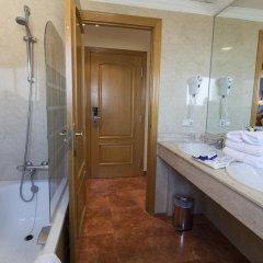 Отель Isabel Торремолинос ванная