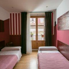 Отель Hostal Abaaly Стандартный номер с различными типами кроватей фото 7
