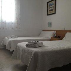 Отель Hostal Residencia Lido Стандартный номер с различными типами кроватей фото 10