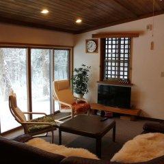 Отель Kamoshika cottage Hakuba Хакуба комната для гостей