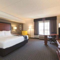 Отель La Quinta Inn & Suites Dallas North Central 2* Номер Делюкс с различными типами кроватей