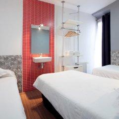 Отель Hostal Nitzs Bcn Стандартный номер с различными типами кроватей (общая ванная комната) фото 2
