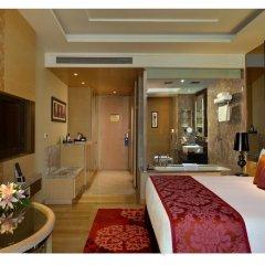 Отель Radisson Blu Jaipur 4* Улучшенный номер с двуспальной кроватью фото 4