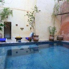 Отель Riad Darmouassine Марокко, Марракеш - отзывы, цены и фото номеров - забронировать отель Riad Darmouassine онлайн бассейн фото 2