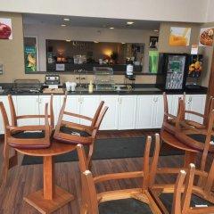 Отель Quality Inn and Suites Summit County гостиничный бар