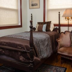 Отель Ledroit Park Renaissance Bed and Breakfast 3* Номер с общей ванной комнатой с различными типами кроватей (общая ванная комната)