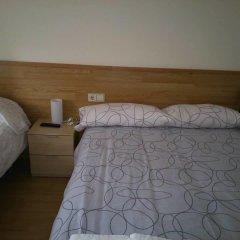 Отель Hostal L'esquella Сант-Марти-де-Сентеллес комната для гостей